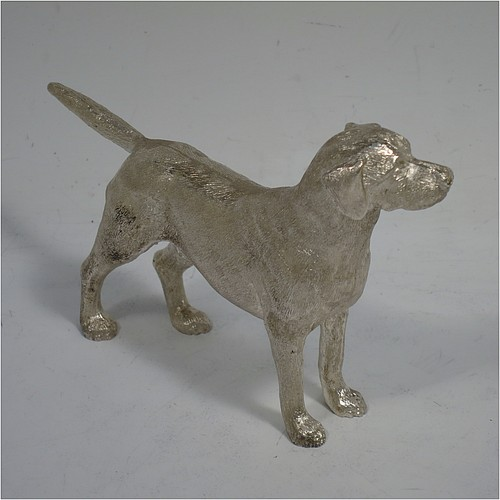 A very handsome Sterling Silver cast model of a male Labrador gun dog, having a realistically hand-chased body. Made in London in 2016. The dimensions of this fine hand-made cast sterling silver Labrador dog model are height 8.5 cms (3.3 inches), length 12.5 cms (5 inches), width 2.5 cms (1 inch), and it weighs approx. 275g (8.9 troy ounces).