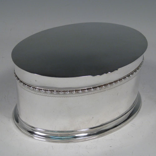 Antique Edwardian Sterling silver table box, having a plain oval body, with pearl & bead border, hinged lid, and gold-gilt interior. Made by Goldsmiths & Silversmiths of London in 1910. Length 16 cms (6.25 inches), width 11 cms (4.25 inches), height 9 cms (3.5 inches). Weight approx. 615g (19.8 troy ounces).