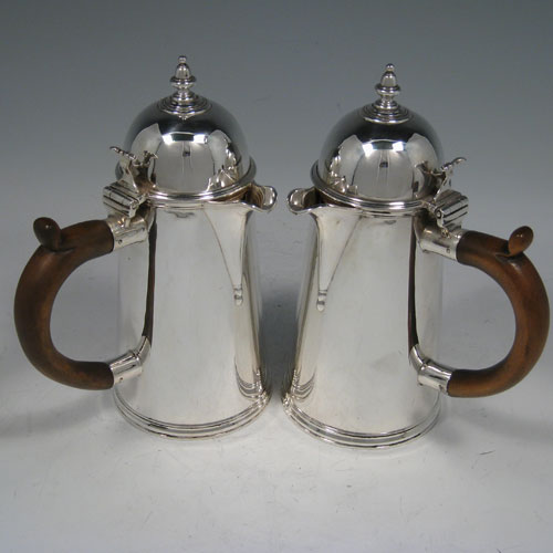 Sterling silver pair of Queen Anne style straight-sided and side-handled cafe-au-lait pots, made by Goldsmiths & Silversmiths of London in 1911. Height 18.5 cms (7.25 inches), width (incl. handle) 13 cms (5 inches). Weight approx. 22 troy ounces (682g).