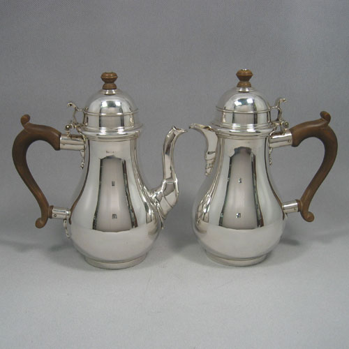 Sterling silver pair of cafe-au-laits pots made by Robert Comyns of London in 1952. Height 22 cms. Total weight approx. 48 troy ounces.