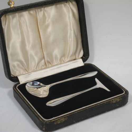 A handsome Sterling Silver pusher and spoon set, having a plain style with oval bowl, a plain pusher, both with Sandringham pattern handles, and all sitting in their original cream satin and black velvet-lined presentation box. Made by Emile Viner of Sheffield in 1936 The dimensions of this fine hand-made silver christening set are length of spoon 11.5 cms (4.5 inches), and the total weight is approx. 28g (0.9 troy ounce).