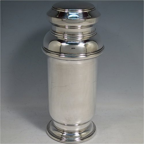 An 800 Standard Continental Silver Art Deco style cocktail shaker, having a plain round body, with a pull-off lid and internal strainer. Made in ca. 1930. The dimensions of this fine hand-made continental silver cocktail shaker are height 21.5 cms (8.5 inches), diameter at widest point 9.5 cms (3.75 inches), and it weighs approx. 460g (14.8 troy ounces).