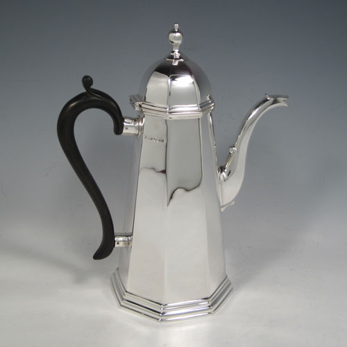 Sterling silver fine hand-made Queen Anne style coffee pot with plain panelled tapering body, hinged domed lid with finial, a panelled spout, and a scrolled wooden handle. Made by Henry Stratford Ltd., of Sheffield in 1921. The dimensions of this fine silver coffee pot are length 20 cms (8 inches), height 25.5 cms (10 inches), and it weighs approx. 650g (21 troy ounces).