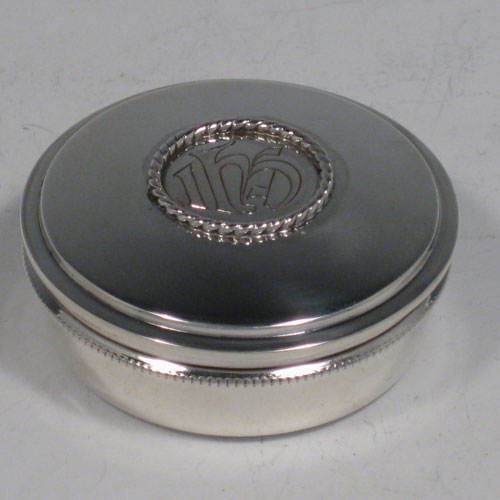 Sterling silver pyx box for communion wafers, with lift off lid and gold gilt interior. Made in London in 1930. Diameter 5 cms (2 inches), height 2 cms (0.75 inches). Weight approx. 1.5 troy ounces (70g).