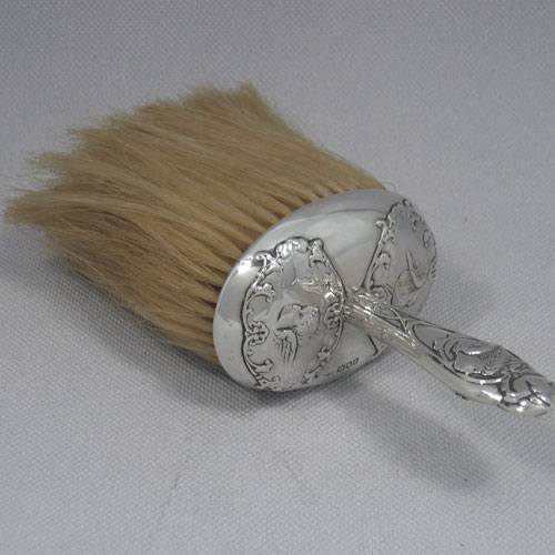 Antique Victorian sterling silver crumb scoop brush with hand-chased mount, made by William Coyns of London in 1899. Length 20 cms, width 10 cms.