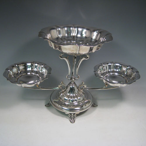 Antique Edwardian sterling silver table epergne center-piece, having an Art Nouveau style, with one central large dish and two smaller dishes resting on side arms, and all sitting on a pedestal base with four pierced feet. Made by Olivant and Botsford of Sheffield in 1907. Height 30 cms (11.75 inches), width 50 cms (19.75 inches), depth 26 cms (10.25 inches). Total weight approx. 2,058 (66.4 troy ounces).