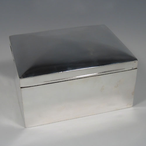 Antique Edwardian sterling silver large plain jewelery box with four lined compartments. Made in Chester in 1905. Height 10 cms, length 18 cms, width 14 cms.