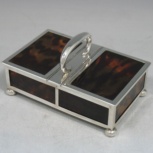 Sterling silver and tortoise-shell jewelery box made by Batson & Batson of London in 1913. Length 14 cms, width 9 cms.