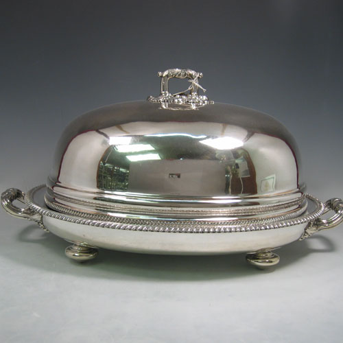 Antique Georgian Old Sheffield silver plated meat cover and 'well & tree' platter with warming jacket. All made in ca. 1810. Length 53 cms, width 35 cms.