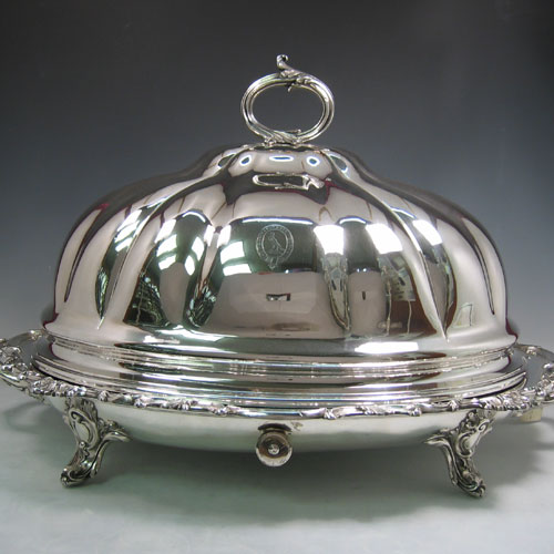Antique Georgian Old Sheffield silver plated melon-style meat cover and well and tree platter with warming jacket. (Crested). All made in ca. 1820. Length 67 cms, width 45 cms.