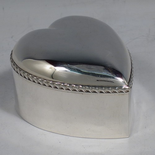 An Antique Victorian Sterling Silver Valentine table box, having a plain heart-shaped body with an applied gadroon border, a domed hinged lid, a gold gilt interior, and sitting on a flat base. Made by Deakin and Francis Ltd., of Birmingham in 1898. The dimensions of this fine hand-made antique silver Valentine box are height 4.5 cms (1.75 inches), length 7 cms (2.75 inches), width 6 cms (2.3 inches), and it weighs approx. 73g (2.4 troy ounces).