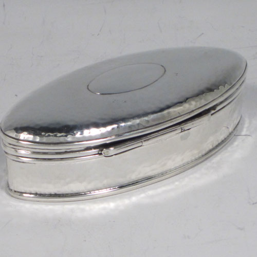 Antique Edwardian sterling silver pill box, having an oval body, with hand-hammered decoration, a hinged lid with vacant cartouche, and sitting on a flat base. Made in Birmingham in 1905. The dimensions of this fine hand-made silver pill box are length 9.5 cms (3.75 inches), height 3 cms (1.25 inches), width 4.5 cms (1.75 inches), and it weighs approx. 48g (1.6 troy ounces).