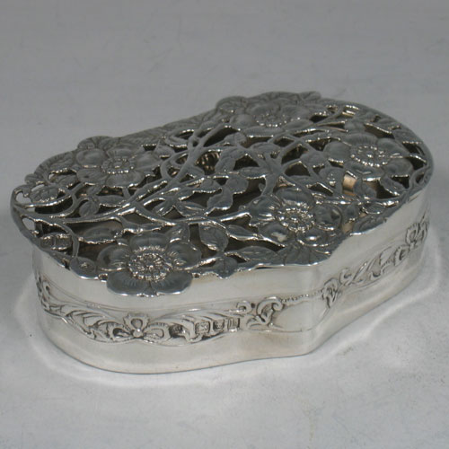 Antique Edwardian sterling silver pot-pourri holder made in London, 1903. Length 10 cms, height 3 cms.