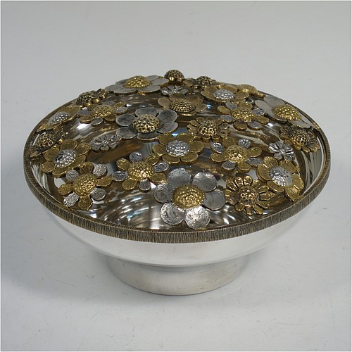 A very pretty Sterling Silver pot pourri holder, having a plain round bellied lower body, and a pull-off pierced grill made up of joined cast flower heads in differing sizes, some of which are gold-gilt, and all sitting on a flat base. Made by Richard Cooke of London in 1983. The dimensions of this fine hand-made silver pot-pourri holder are diameter 11 cms (4.25 inches), height 5.5 cms (2.25 inches), and it weighs approx. 235g (7.6 troy ounces).