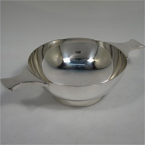 A very handsome and large Sterling Silver Scottish quaich, having a very plain round body, with two side handles, and sitting on a collet foot. Made by Mappin and Webb of Edinburgh in 1997. The dimensions of this fine hand-made silver quaich are diameter of body 13 cms (5 inches), height 5 cms (2 inches), and it weighs approx. 318g (10 troy ounces).