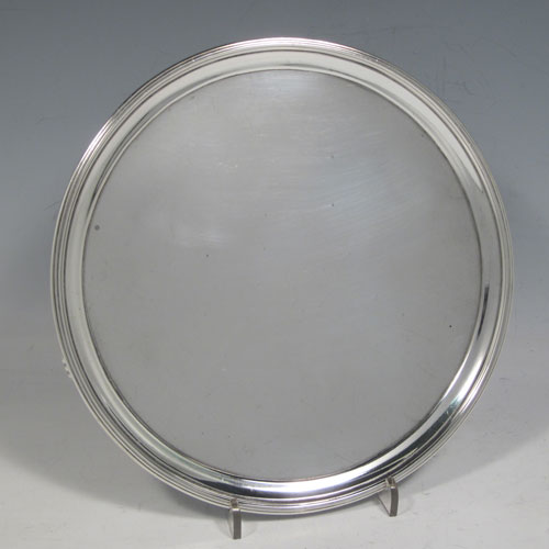 Antique Georgian George III salver, having a plain ground, an applied reeded border, and sitting on three cast flange feet. Made by William Sumner I of London in 1781. The dimensions of this fine hand-made silver salver are diameter 19 cms (7.5 inches), and it weighs approx. 336g (10.8 troy ounces).