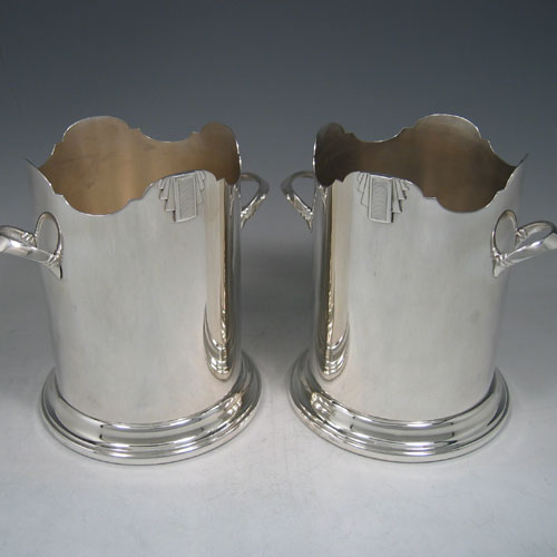 Silver plated pair of Art Deco siphon stands made in ca. 1930. Height 17 cms, internal diameter 11 cms.