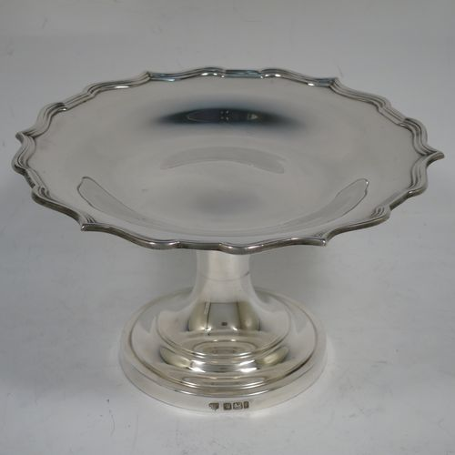 A handsome Antique late Victorian Sterling Silver tazza dish, having a round body with an applied reeded Chippendale border, and sitting on a round stepped pedestal foot. Made by Hawksworth and Eyre of Sheffield in 1901. The dimensions of this fine hand-made antique silver tazza dish are height 10 cms (4 inches), diameter 16 cms (6.25 inches), and it weighs approx. 197g (6.3 troy ounces).